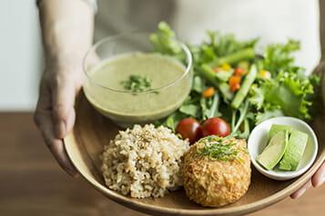 管理栄養士監修のレシピ・コンビニ食リストを提供