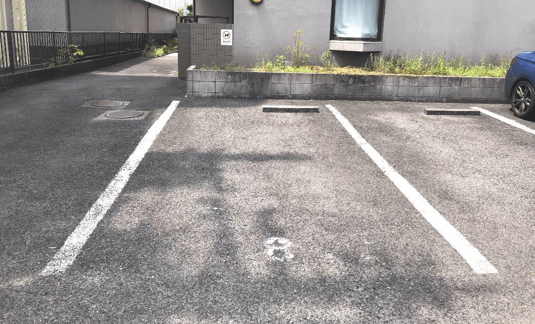 8番がメルメイクの専用駐車場です